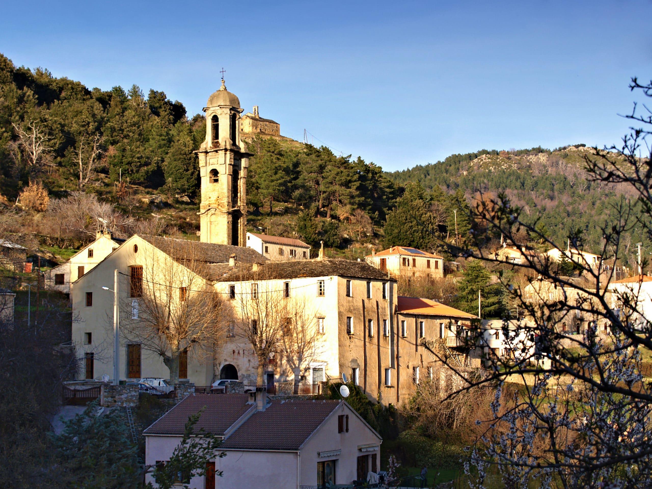 https://fr.wikipedia.org/wiki/Morosaglia#/media/Fichier:Morosaglia-Eglise-3.jpg
